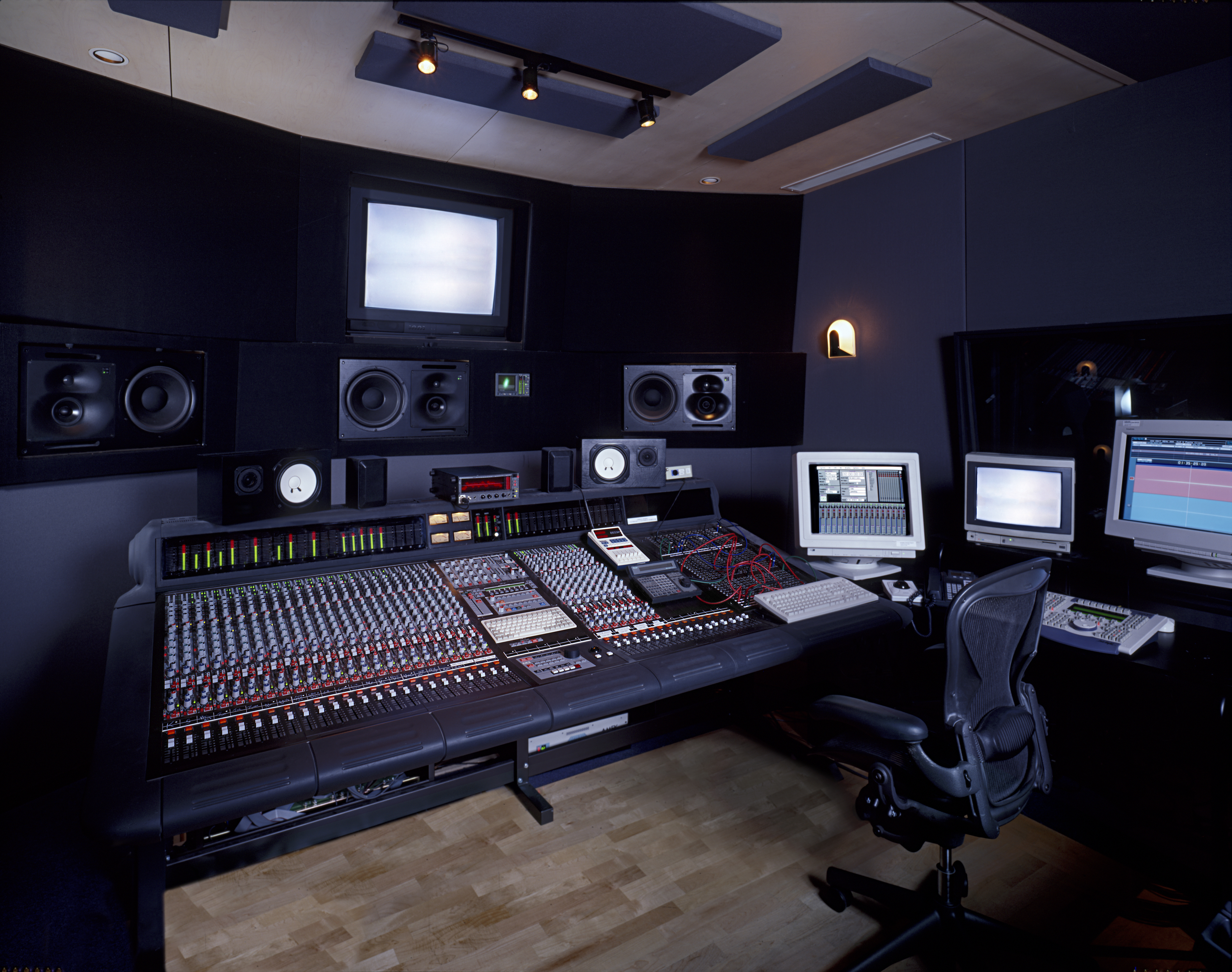 becoming a music producer the international student blog. Black Bedroom Furniture Sets. Home Design Ideas