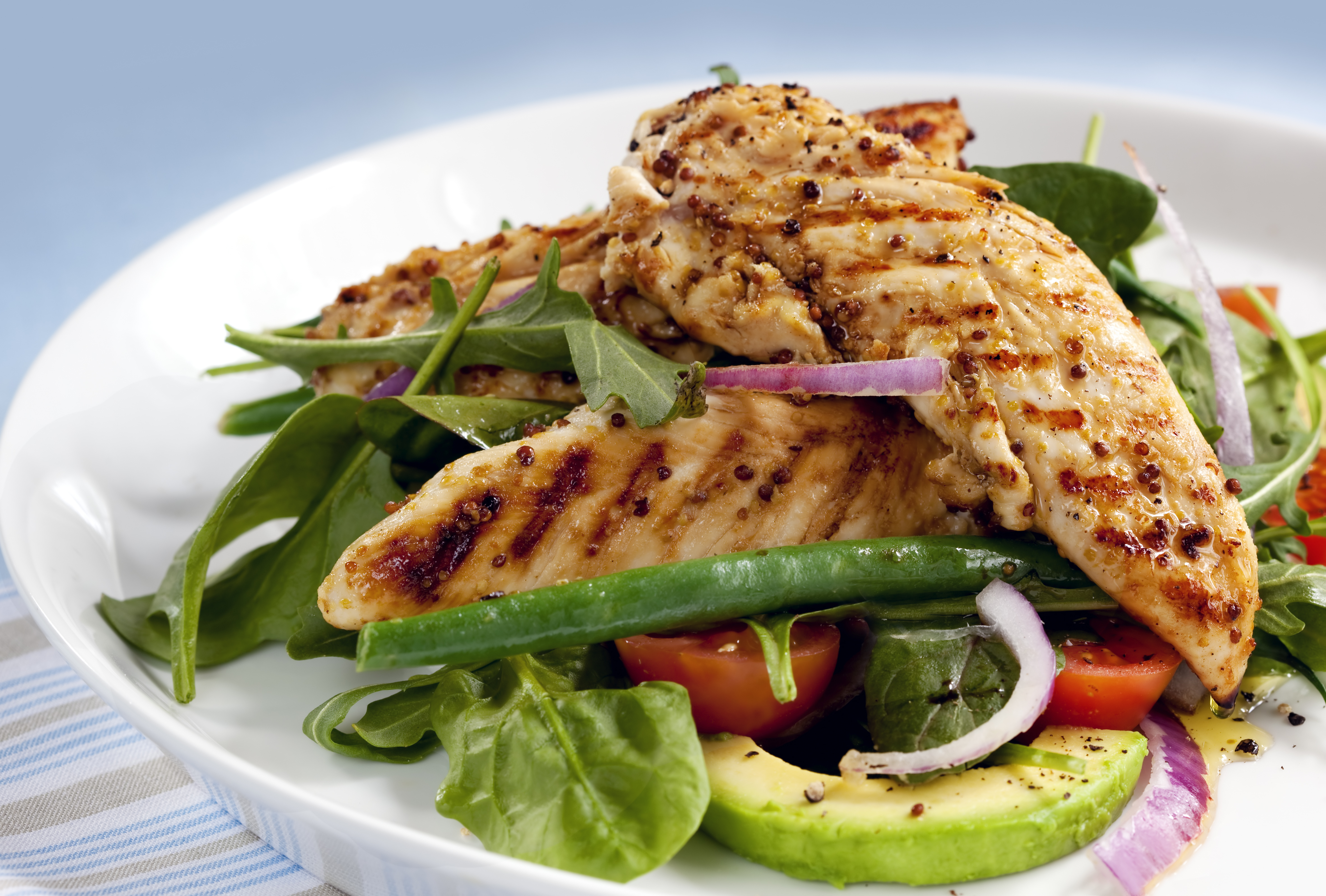 Healthy eating in the usa the international student blog the salad of grilled chicken tenderloins with avocado tomatoes red onion green beans forumfinder Gallery